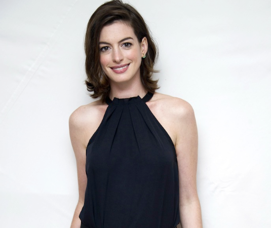Anne Hathaway Outfits: #OOTD – Anne Hathaway In Schiaparelli