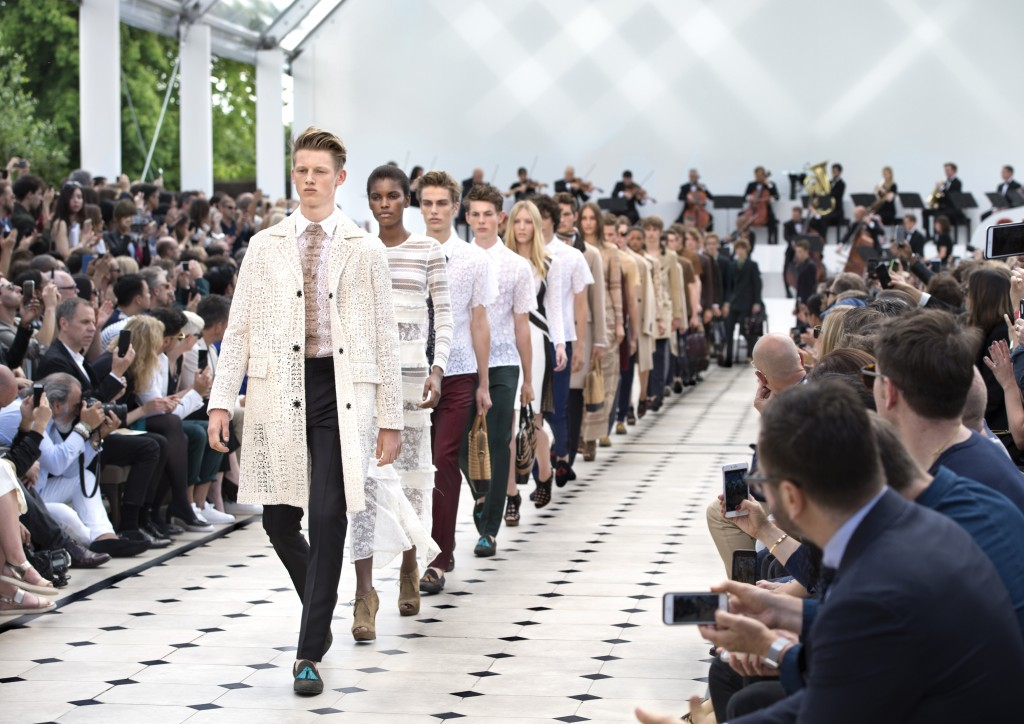 Burberry Menswear Spring Summer 2016 Show Finale_001