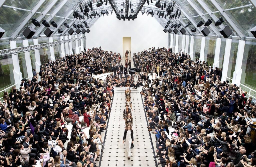 Burberry Womenswear S_S16 Show Finale_002