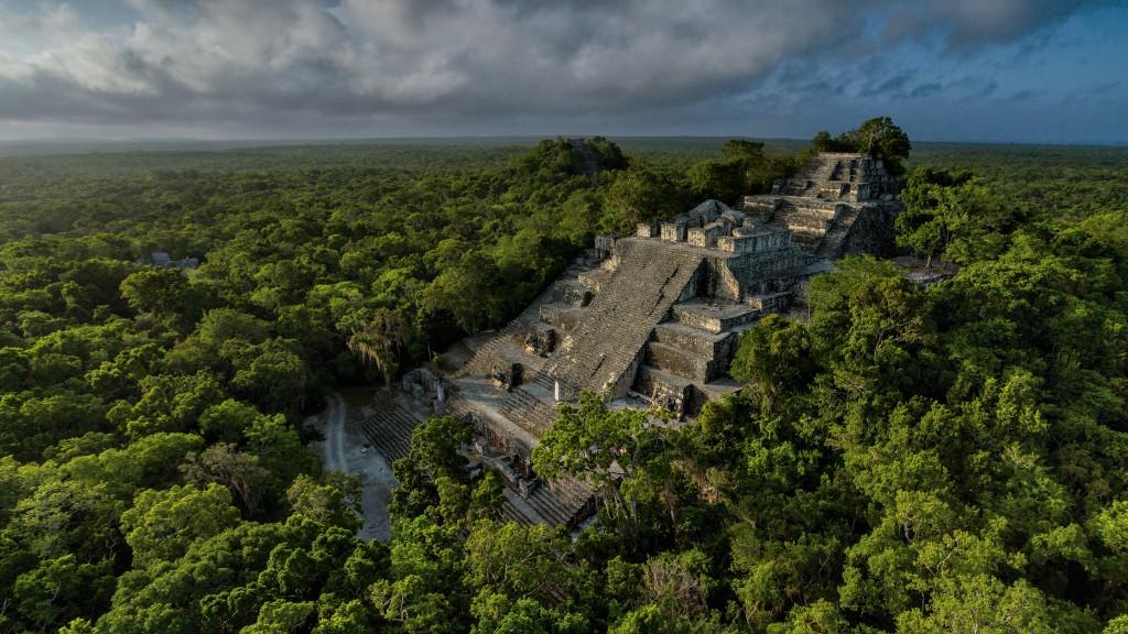 01-calakmul-maya-pyramid