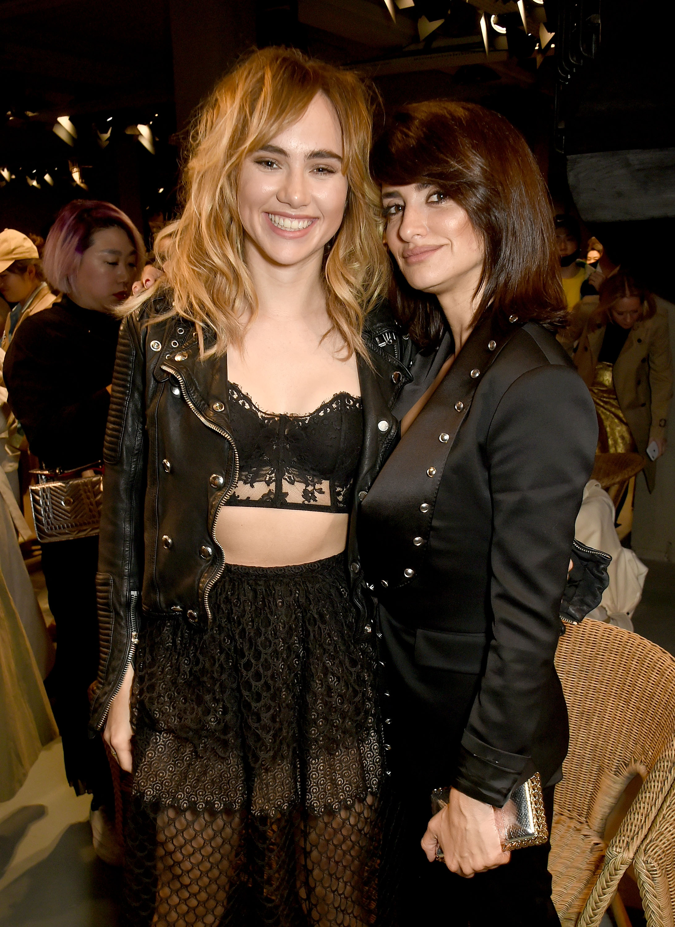 LONDON, ENGLAND - FEBRUARY 20:  (L-R) Suki Waterhouse and Penelope Cruz wearing Burberry attend the Burberry February 2017 Show during London Fashion Week February 2017 at Makers House on February 20, 2017 in London, England.  (Photo by David M. Benett/Dave Benett/Getty Images for Burberry) *** Local Caption *** Suki Waterhouse; Penelope Cruz