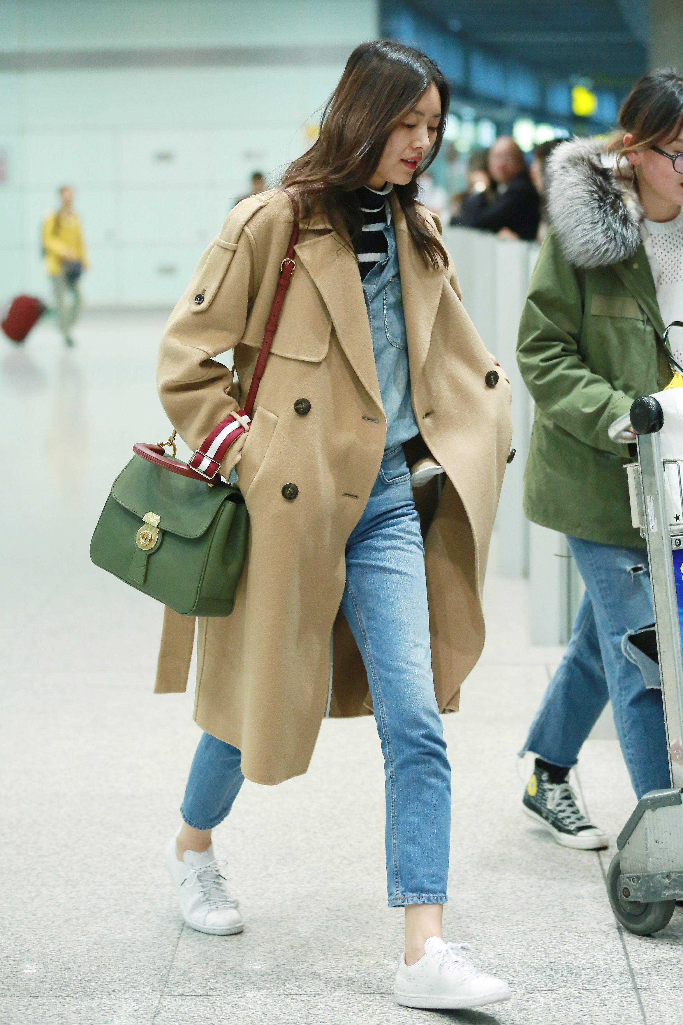 Liu Wen carrying DK88 bag at the Beijing airport