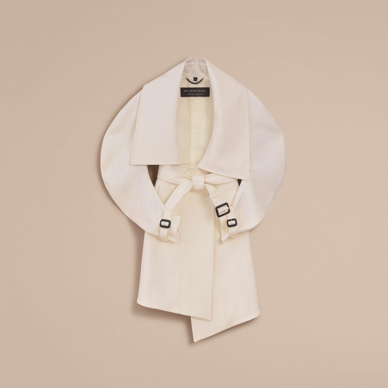 burberry-whitecoat