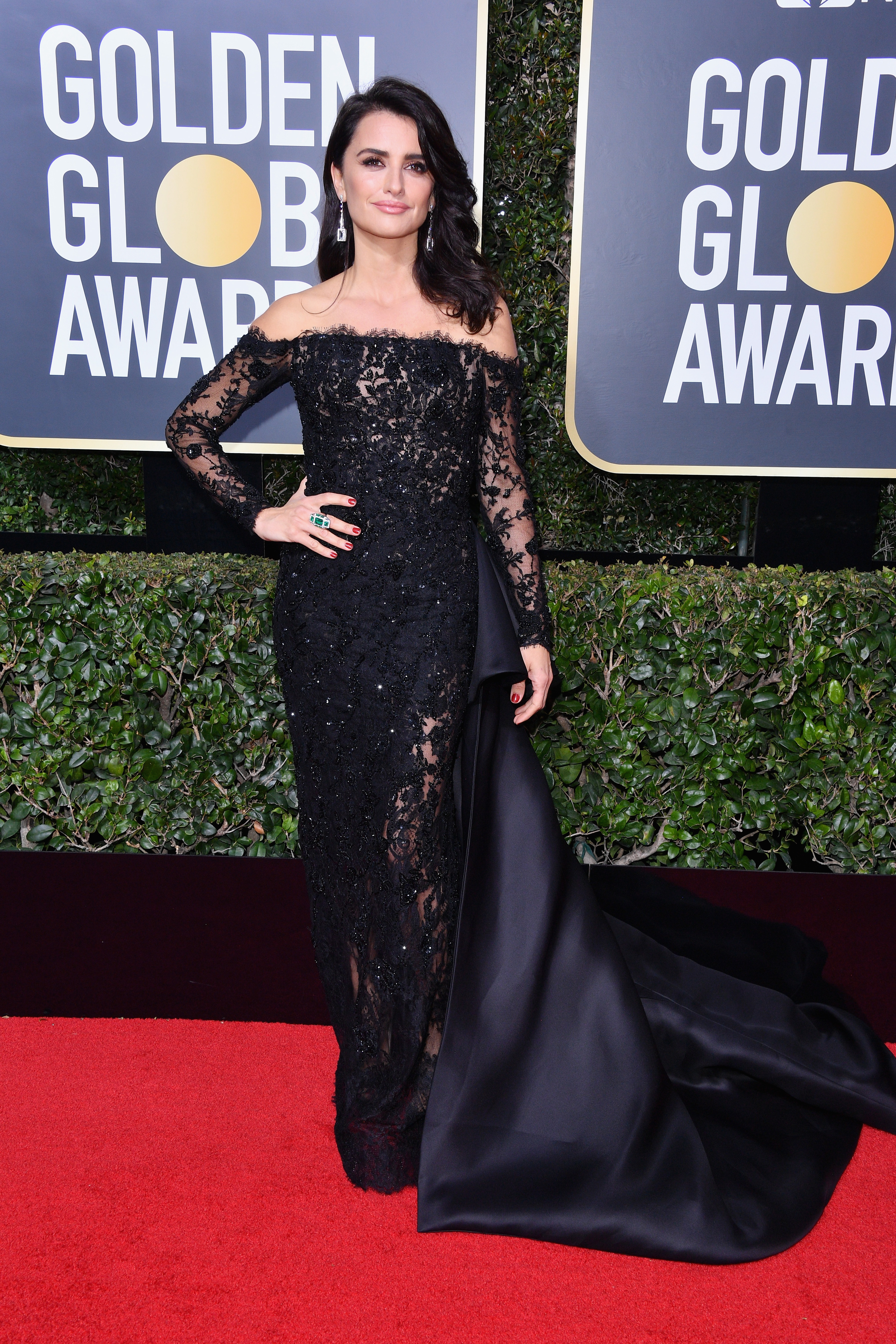 BEVERLY HILLS, CA - JANUARY 07:  Actor Penélope Cruz attends The 75th Annual Golden Globe Awards at The Beverly Hilton Hotel on January 7, 2018 in Beverly Hills, California.  (Photo by George Pimentel/WireImage)