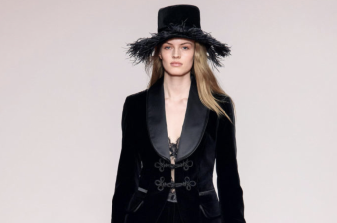 preview of 100% high quality amazon BLUMARINE – HALLOWEEN in BLACK LACE and VELVET – FW 2019 ...